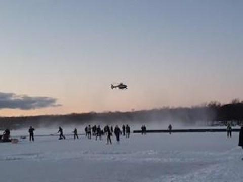 Polizei vertreibt Spaziergänger mit dem Heli von gefrorenem See