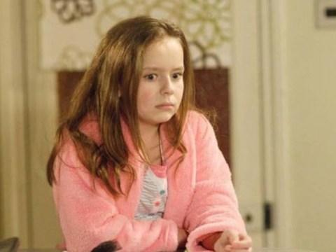 EastEnders의 Louise Mitchell 스타 Brittany Papple, 비누 종료 10 년 후 기절