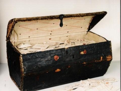 치과 용 엑스레이 스캐너로 밝혀진 17 세기 봉인 된 편지의 비밀
