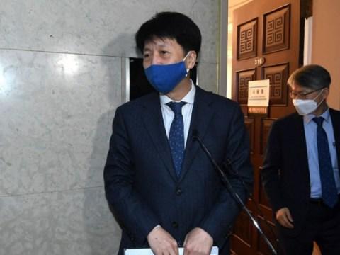 "Tentang 'korupsi lengkap' …與 ""Jangan sebutkan kapan hukum dengar pendapat yang berat dimulai"""