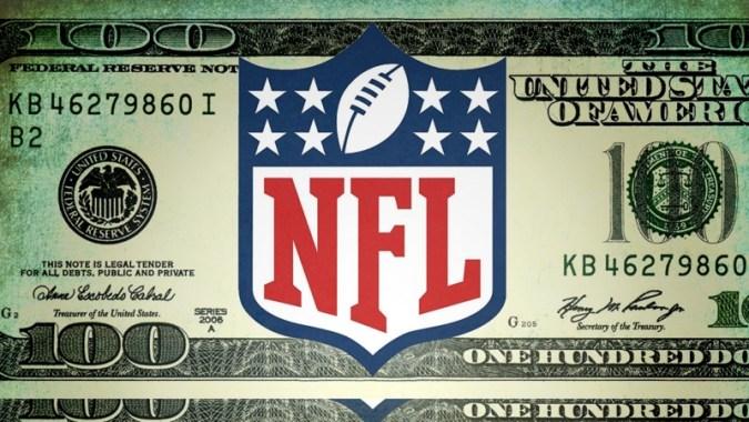 NFL에서 가장 높은 급여를받는 쿼터백, 보증 금액 및 총 계약 금액