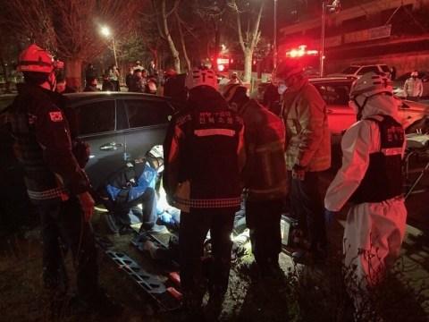 Polisi memblokir kendaraan pelaku narkoba yang melarikan diri, difitnah dengan mobil