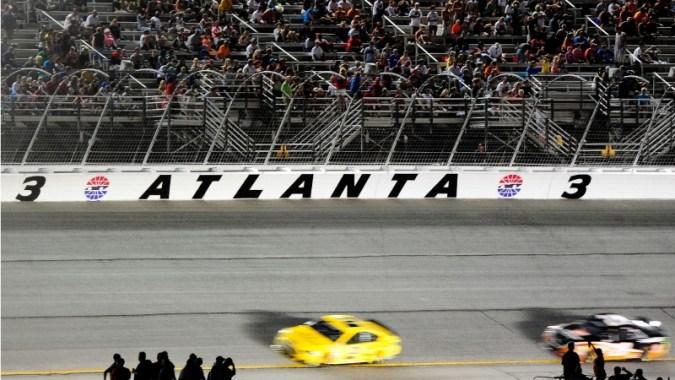 오늘 NASCAR는 어떤 채널에 있습니까?  TV 일정, 애틀랜타 경주 시작 시간