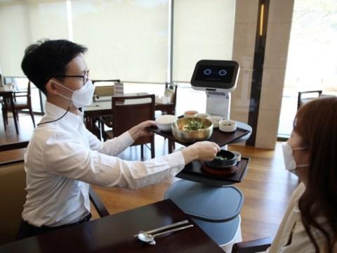 Robot melayani di Eleven CC di Chungju …  Membangun sistem otomasi seperti rumah dan robot kita