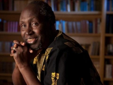 Ngũgĩ wa Thiong'o ของเคนยาได้รับการยอมรับในเรื่องการเขียนด้วยภาษาแม่อย่างเร่าร้อน