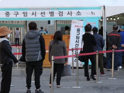 Penangguhan fasilitas hiburan di wilayah metropolitan dan Busan  Pertemuan 5 orang atau lebih juga dilarang