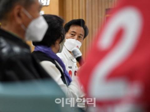 [ภาพ] เยี่ยมศูนย์สวัสดิการผู้สูงอายุ Jongno 'Oh Se-hoon ฟังคำพูดของผู้สูงอายุ'