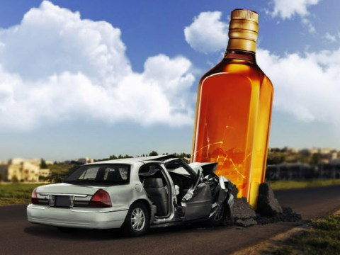 Mengemudi sembrono yang disebabkan oleh mengemudi dalam keadaan mabuk … senjata di jalan menyebabkan kecelakaan besar