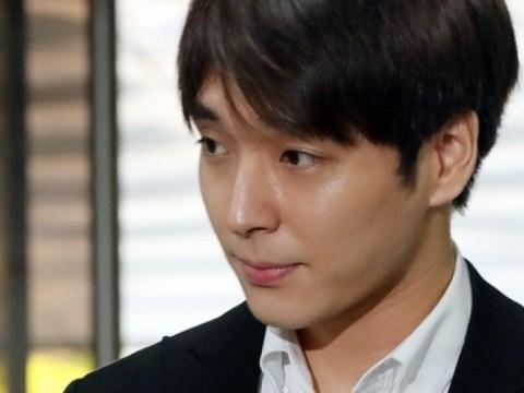 Anggota 'Ruang obrolan Burning Sun Dan' bersatu kembali di pengadilan militer …  Choi Jong-hoon, mengenakan jumpsuit, menyapa kemenangan dengan 'jempol'
