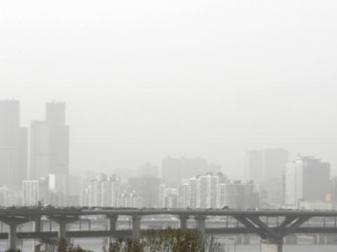 [Cuaca] Pada tanggal 7, hujan dan hembusan angin kencang di seluruh negeri di atas pasir kuning dari Tiongkok