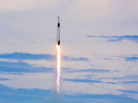 SpaceX 화물선, 우주 정거장 전력망 업그레이드 임무에 착수