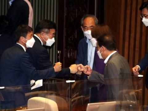 [Editorial] Park Jun-young mengundurkan diri dan persetujuan Perdana Menteri diberlakukan…  Paspor bertentangan dengan keinginan rakyat