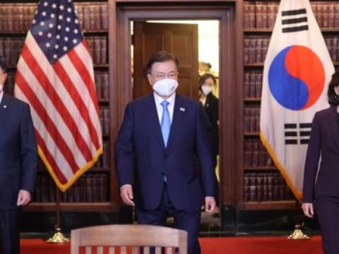 """Presiden Moon mengatakan, """"AS harus berusaha lebih keras untuk insentif investasi… Perusahaan Korea akan berinvestasi lebih banyak"""""""