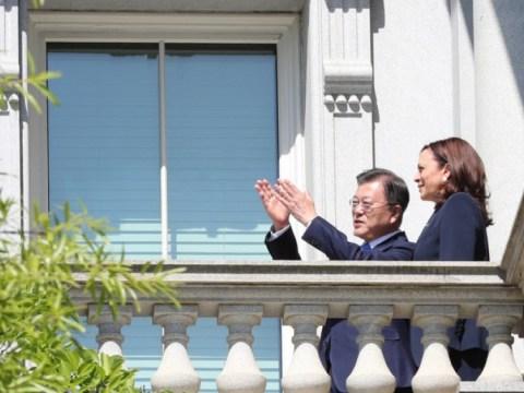 "Presiden Wen Bertemu Wakil Presiden Harris…  ""Kampanye kalung mutiara, cinta dan dukungan"""