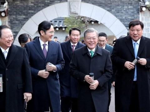 Presiden Moon bertemu dengan kepala empat kelompok besar minggu depan…  Mendorong investasi di AS