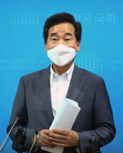 [포토]Lee Nak-yeon menjawab pertanyaan wartawan