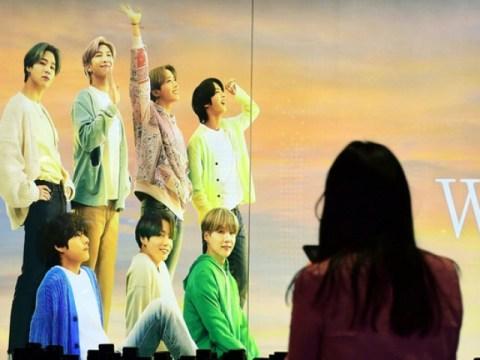 9 minggu biasa…  BTS 'Butter' ke puncak tangga lagu Billboard pada tahun 2021