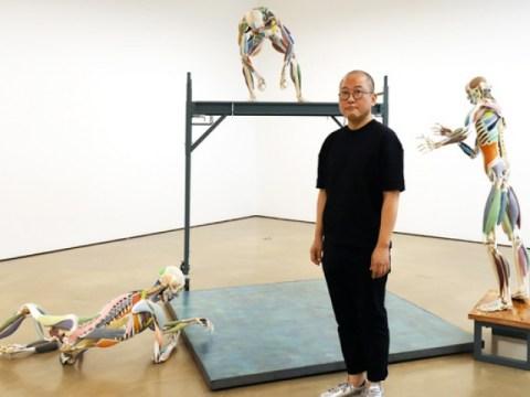 Menerapkan imajinasi terbuka pada fragmen tulang dan otot tubuh manusia