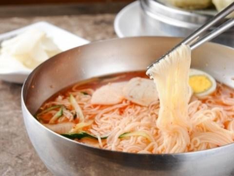 Bakteri Salmonella dalam acar dan bumbu…  620 orang yang pergi ke restoran Busan Milmyeon 'keracunan makanan kelompok'