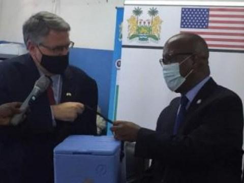 시에라리온은 미국 정부가 기증한 151,200개의 J&J COVID-19 백신을 받았습니다.  COVAX 시설을 통해
