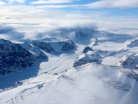 기후 변화에 대한 그린란드의 만년설 대응에서 최근 반전 발견