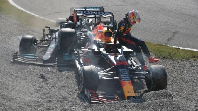Verstappen은 Hamilton 충돌 후 러시아에 그리드 패널티를 부여했습니다.