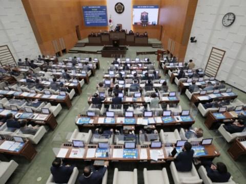 """Dewan Kota Seoul """"Tanggapan tegas kepada orang yang bertanggung jawab atas kontrol karantina untuk 'pesta minum 8 orang'"""""""