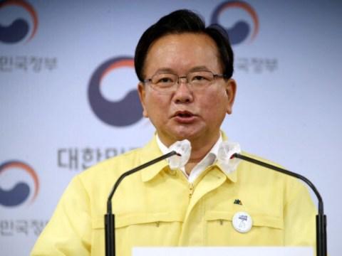 """Bu-gyeom Kim mengimbau untuk """"meminimalkan pertemuan dan bepergian selama tiga hari liburan"""""""