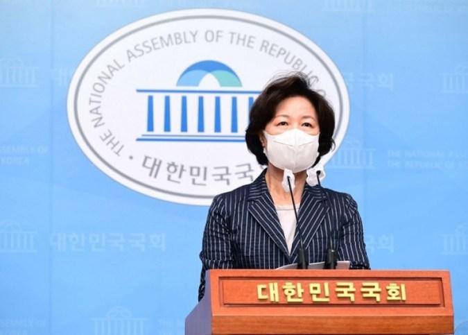 """Choo Mi-ae, """"Revolusi cahaya lilin adalah teriakan yang luar biasa untuk Republik Korea yang baru"""""""