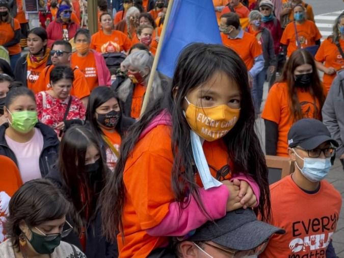 진실과 화해를 위한 국경일: 원주민이 주도하는 Hill 행사는 기숙 학교 생존자, 실종 아동을 기립니다.
