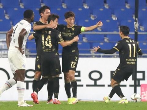 Ulsan menang atas Suwon Samsung dengan multi-gol Lee Cheong-yong