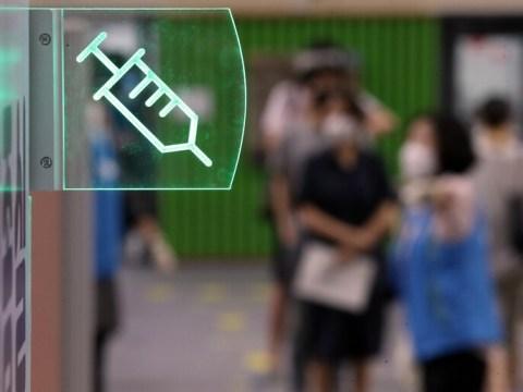 """Pfizer dan AZ dapat membalikkan efek pencegahan 5 bulan setelah vaksinasi"""