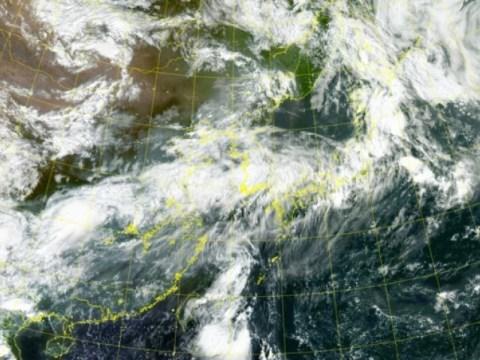 Topan 'Ohmais' mendekat dalam jarak 233km dari Seogwipo…  Mendarat di Pantai Selatan sekitar tengah malam
