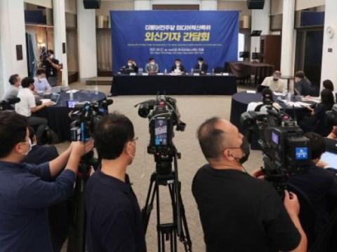 """Terlepas dari kontrol media""…  Surat kabar Jepang mengkritik undang-undang arbitrase media"