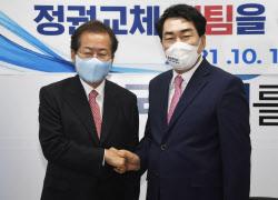 [포토] Hong Jun-pyo และ Ahn Sang-soo จับมือกัน
